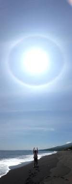 虹の輪サインの黒砂ビーチ☆*・∞バトゥプティ村∞in Slawesi island