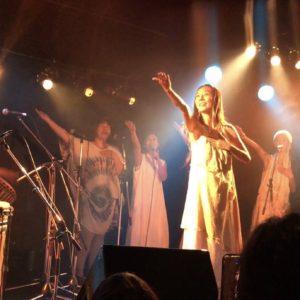 """奄美大島のバンド""""donna"""" kozuちゃんが、フリルVネックレイヤーワンピースをとっても素敵に着てくれています☆"""